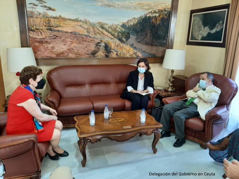 Reunión del Defensor con la delegada del Gobierno en Ceuta